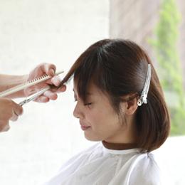 前髪カット、自分で切らないで美容室500円で切ります♪