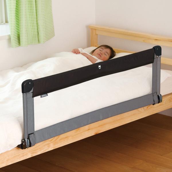 大人用ベッドで添い寝で寝る赤ちゃんに転落防止のベッドガードは必要か?