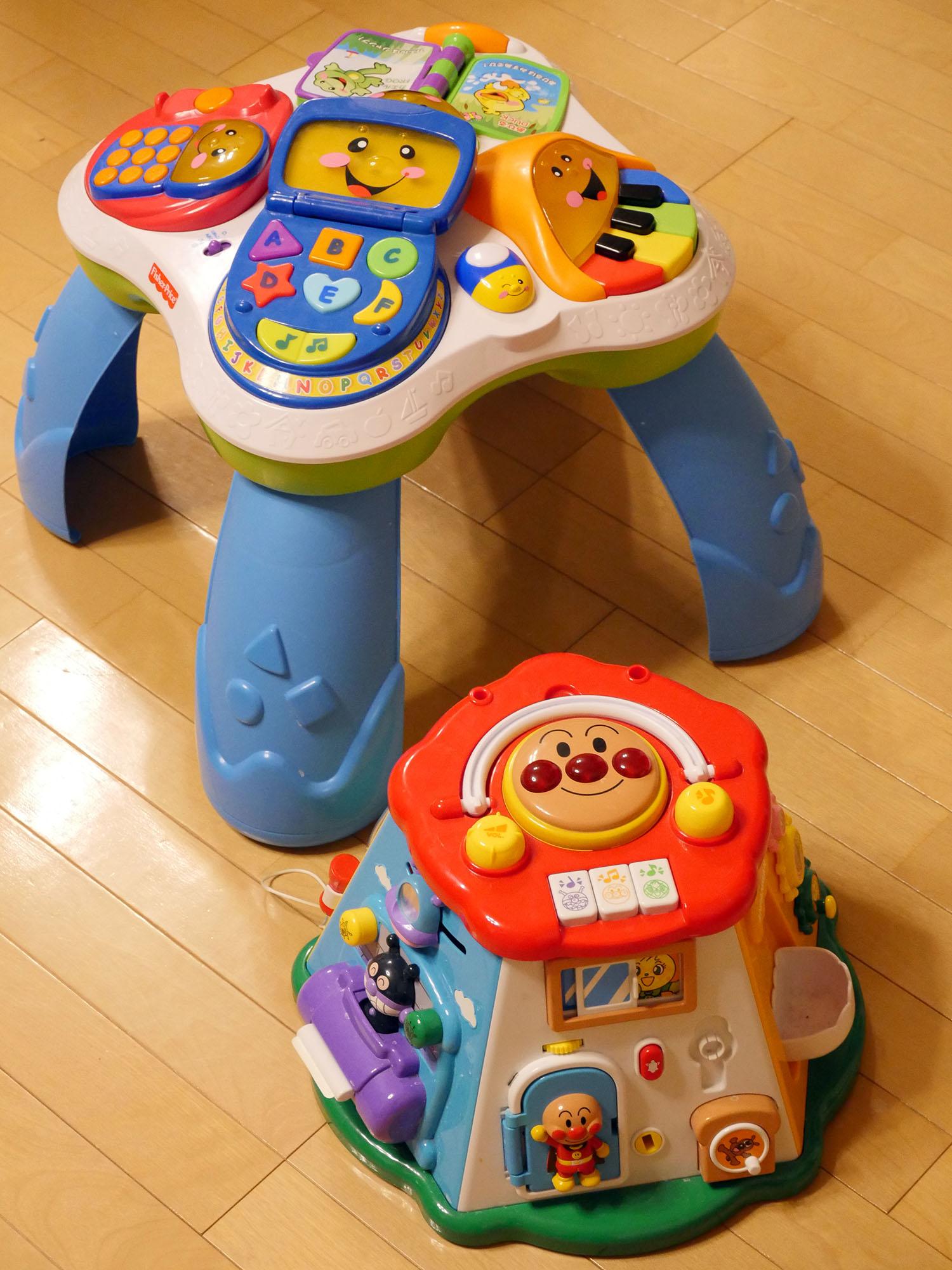 つかまり立ちやお座り時期の0歳赤ちゃんにおすすめなおもちゃ。
