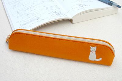 小さいペンケースは、シンプルで機能的なので社会人や大学生におすすめ!