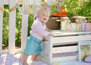 赤ちゃんのつかまり立ち時期はいつから?おもちゃや補助具は必要?